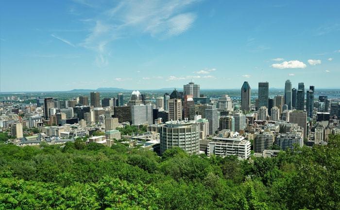 Vue sur Montréal depuis le belvédère du chalet de la montagne
