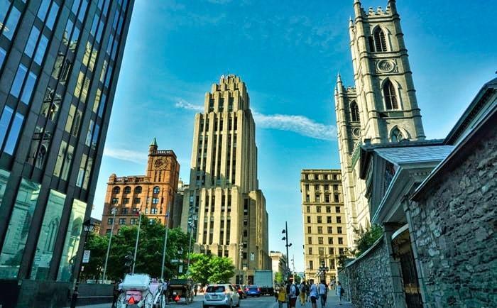 Place d'Armes dans le Vieux-Montréal