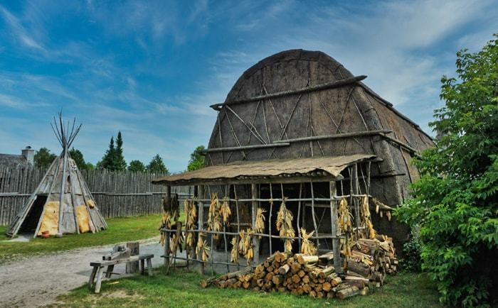 Maison longue au site Ste-Marie-au-pays-des-Hurons