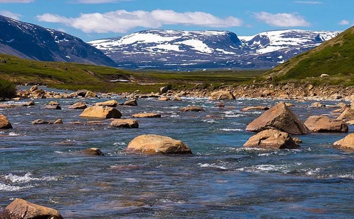 Vue sur la rivière Korok dans le parc national Kuururjuaq au Québec