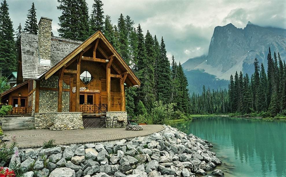 Le Emerald Lake Lodge, au bord du lac Émeraude