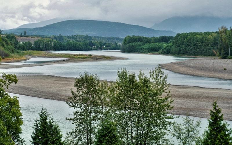 Vue sur la rivière Skeena le long de la route 16