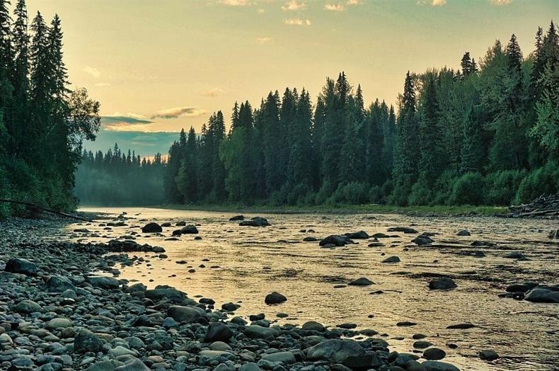 Coucher de soleil sur la rivière Bowron